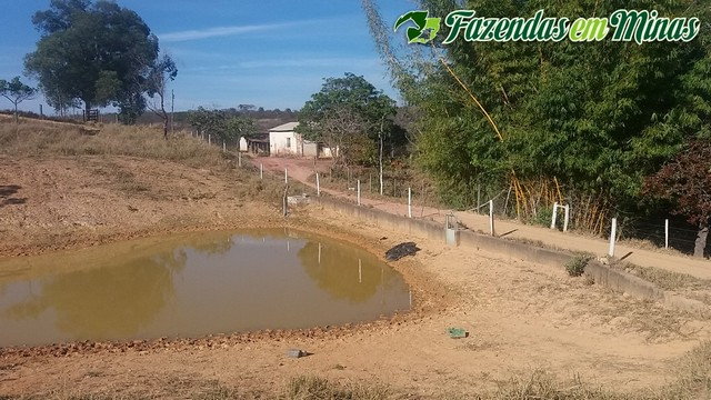 Fazenda beira de rio.